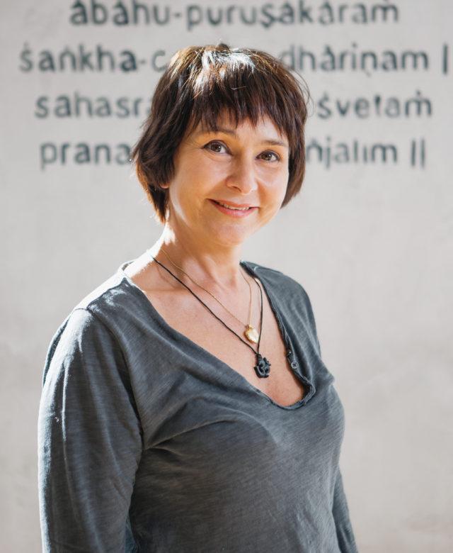 Инструктор студии йоги Virgou в Омске Елена Бурдель